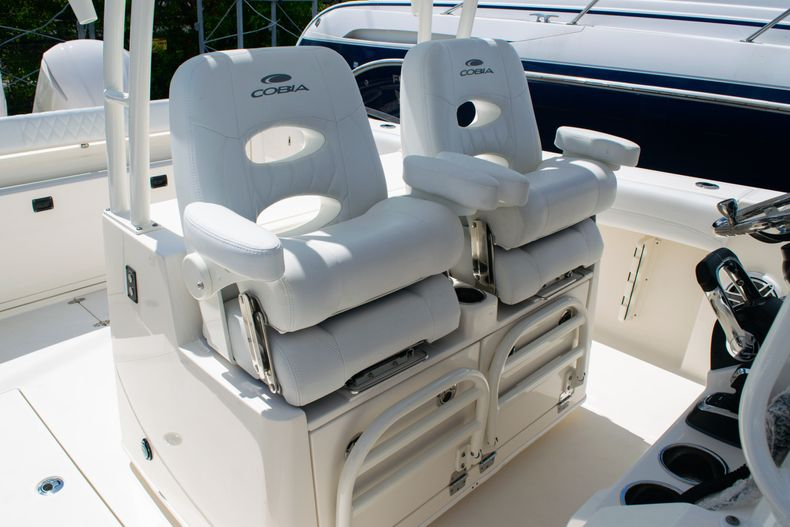 Thumbnail 26 for New 2020 Cobia 320 CC Center Console boat for sale in West Palm Beach, FL