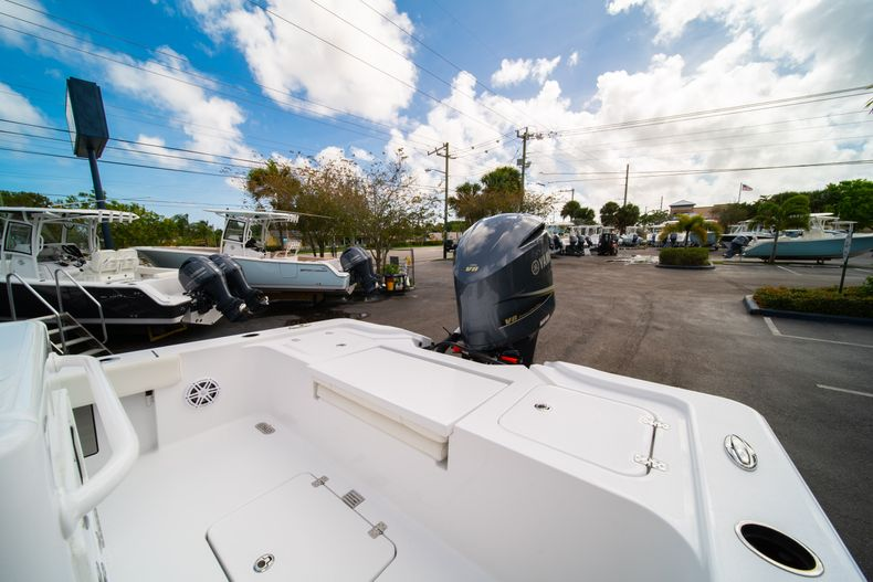 Thumbnail 11 for New 2020 Sportsman Masters 267OE Bay Boat boat for sale in West Palm Beach, FL