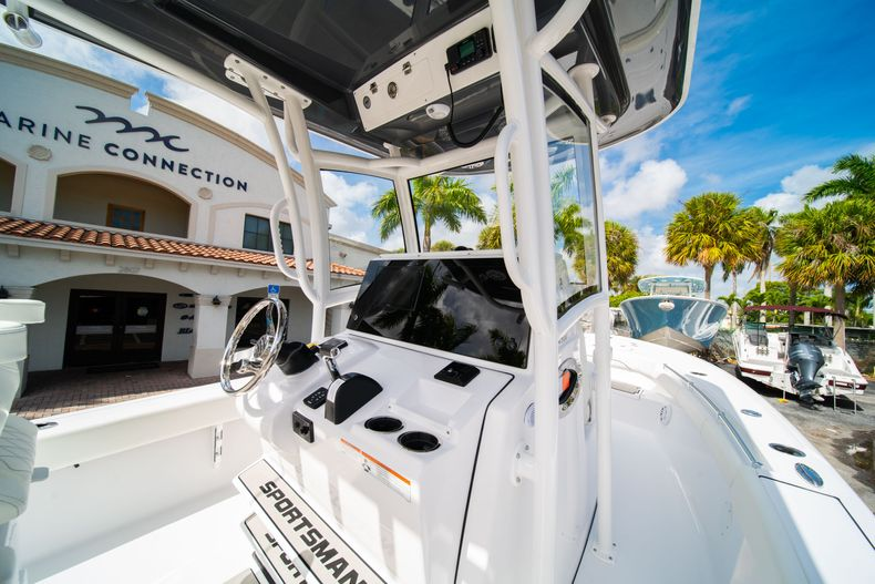 Thumbnail 22 for New 2020 Sportsman Masters 267OE Bay Boat boat for sale in West Palm Beach, FL