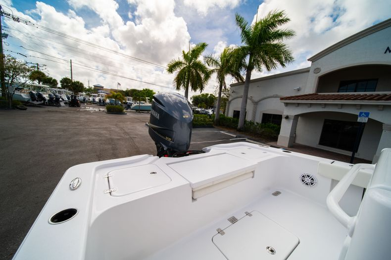 Thumbnail 9 for New 2020 Sportsman Masters 267OE Bay Boat boat for sale in West Palm Beach, FL