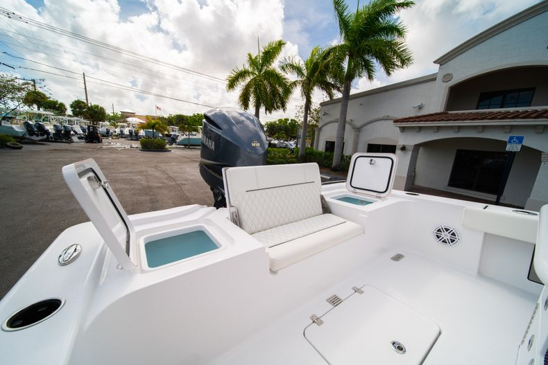 Thumbnail 10 for New 2020 Sportsman Masters 267OE Bay Boat boat for sale in West Palm Beach, FL
