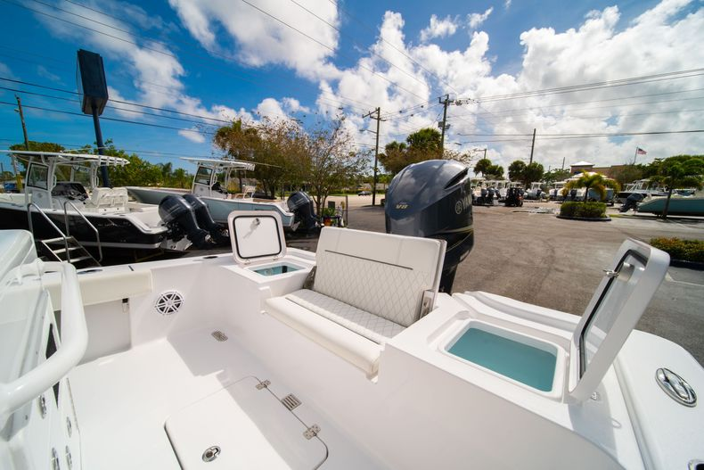 Thumbnail 12 for New 2020 Sportsman Masters 267OE Bay Boat boat for sale in West Palm Beach, FL