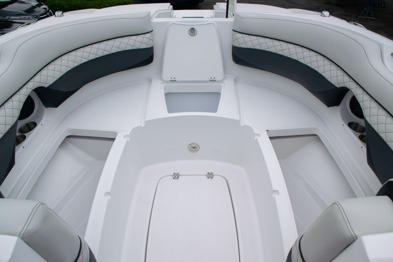 Thumbnail 38 for New 2020 Hurricane SD 2690 OB boat for sale in West Palm Beach, FL