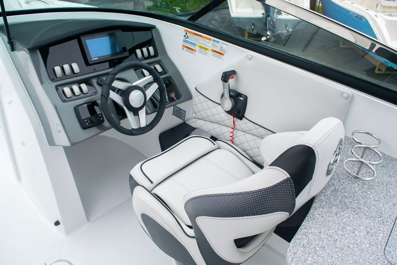 Thumbnail 23 for New 2020 Hurricane SD 2690 OB boat for sale in West Palm Beach, FL