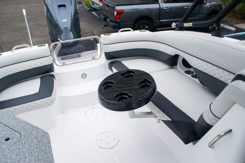 Thumbnail 18 for New 2020 Hurricane SD 2690 OB boat for sale in West Palm Beach, FL
