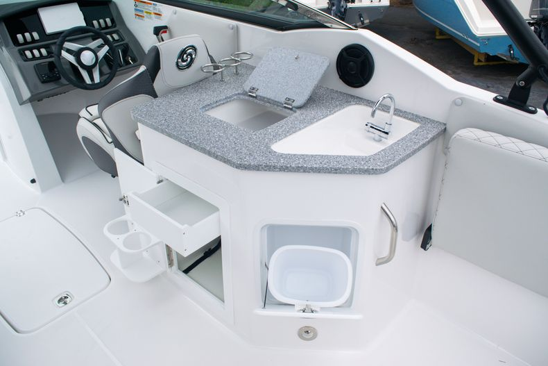 Thumbnail 20 for New 2020 Hurricane SD 2690 OB boat for sale in West Palm Beach, FL