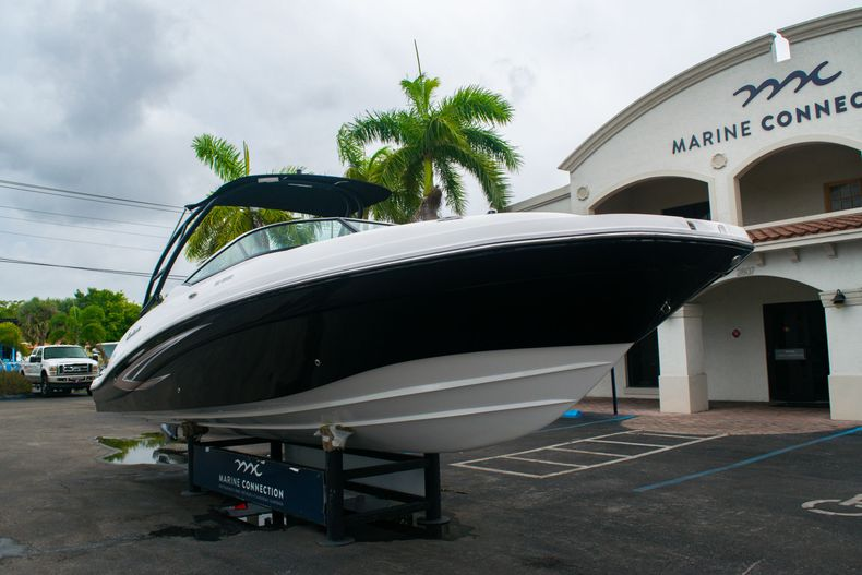Thumbnail 1 for New 2020 Hurricane SD 2690 OB boat for sale in West Palm Beach, FL