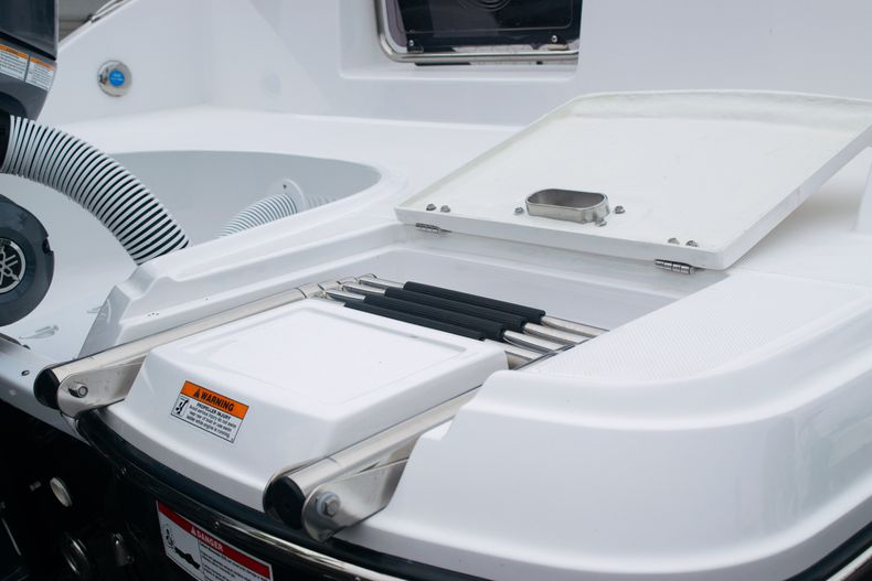 Thumbnail 11 for New 2020 Hurricane SD 2690 OB boat for sale in West Palm Beach, FL