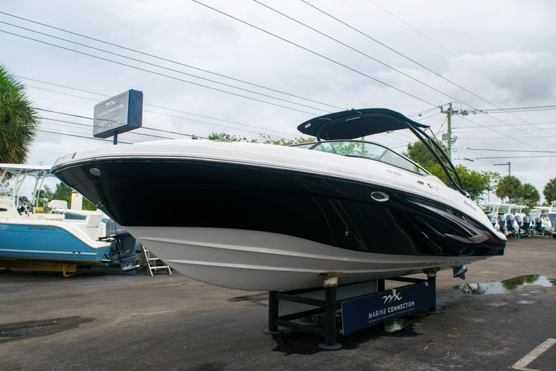 Thumbnail 3 for New 2020 Hurricane SD 2690 OB boat for sale in West Palm Beach, FL
