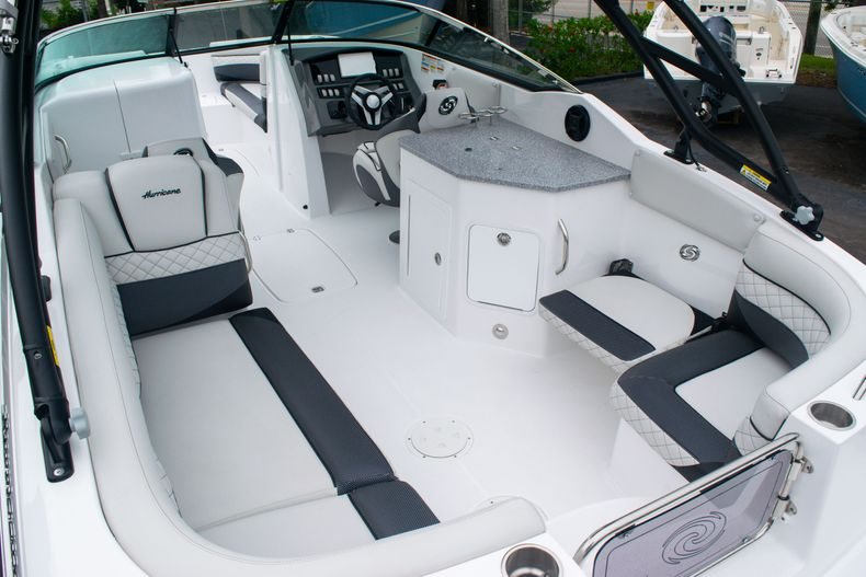 Thumbnail 13 for New 2020 Hurricane SD 2690 OB boat for sale in West Palm Beach, FL