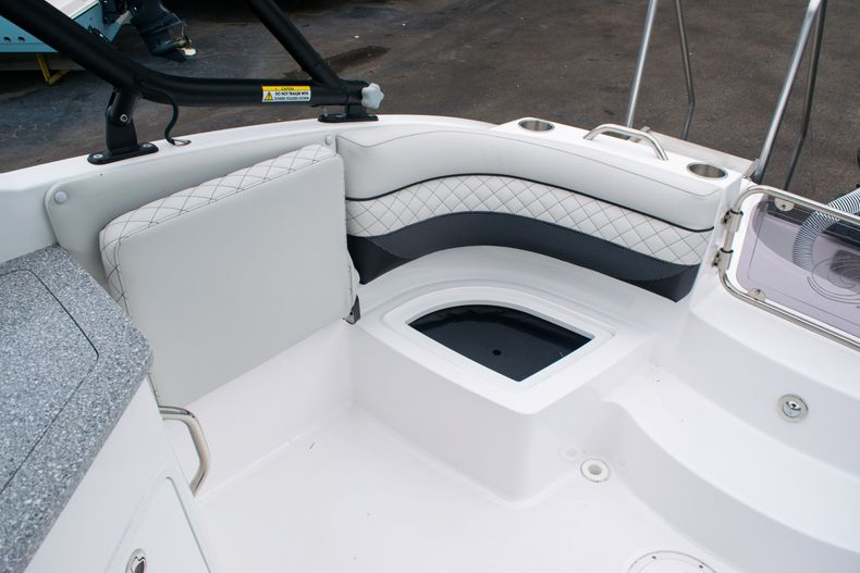 Thumbnail 16 for New 2020 Hurricane SD 2690 OB boat for sale in West Palm Beach, FL