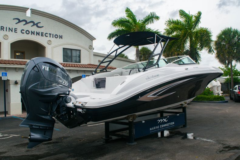 Thumbnail 7 for New 2020 Hurricane SD 2690 OB boat for sale in West Palm Beach, FL