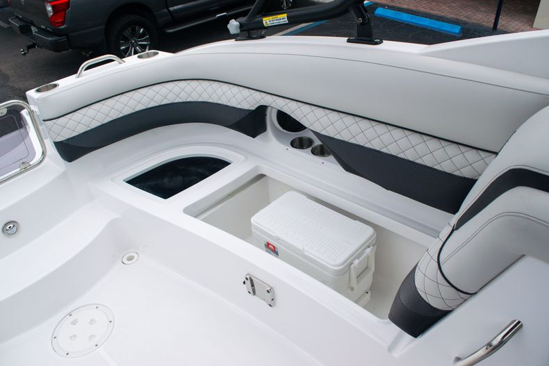 Thumbnail 17 for New 2020 Hurricane SD 2690 OB boat for sale in West Palm Beach, FL