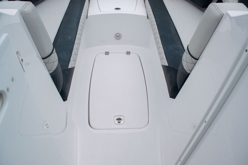 Thumbnail 34 for New 2020 Hurricane SD 2690 OB boat for sale in West Palm Beach, FL