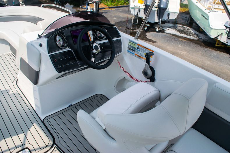 Thumbnail 19 for New 2020 Hurricane SS 218 OB boat for sale in West Palm Beach, FL