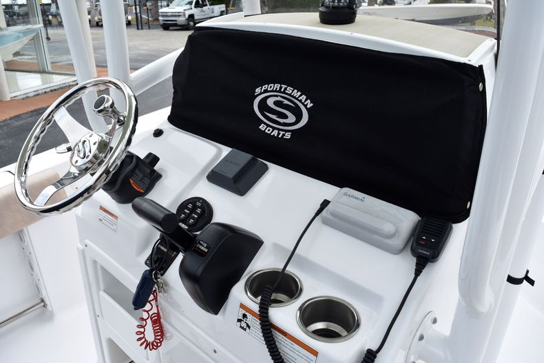 Thumbnail 29 for Used 2019 Sportsman Open 212 Center Console boat for sale in Vero Beach, FL