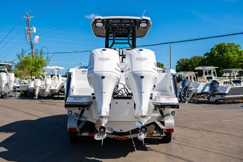 Thumbnail 4 for New 2020 Blackfin 272CC boat for sale in Fort Lauderdale, FL