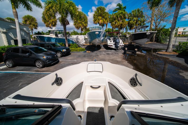 Thumbnail 50 for Used 2015 Sea Ray 21 SPX boat for sale in West Palm Beach, FL