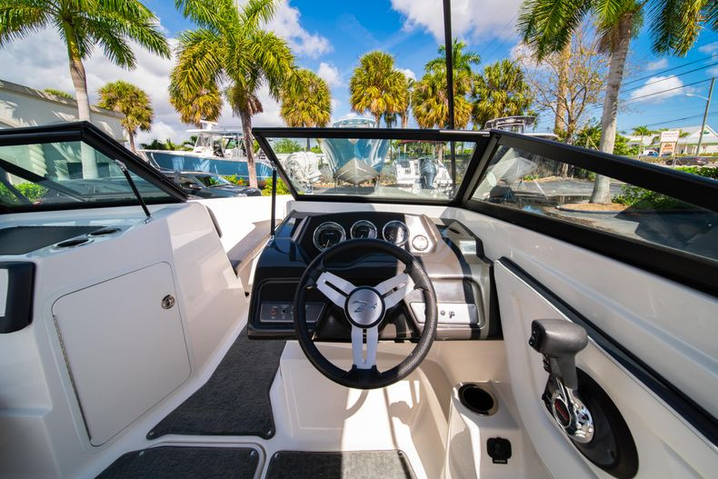 Thumbnail 37 for Used 2015 Sea Ray 21 SPX boat for sale in West Palm Beach, FL
