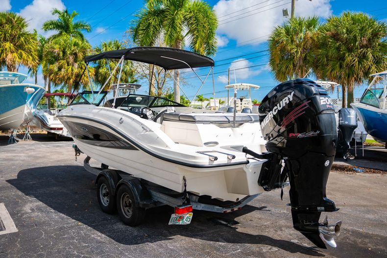 Thumbnail 7 for Used 2015 Sea Ray 21 SPX boat for sale in West Palm Beach, FL
