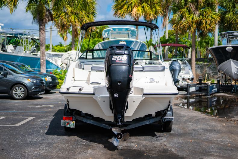Thumbnail 10 for Used 2015 Sea Ray 21 SPX boat for sale in West Palm Beach, FL