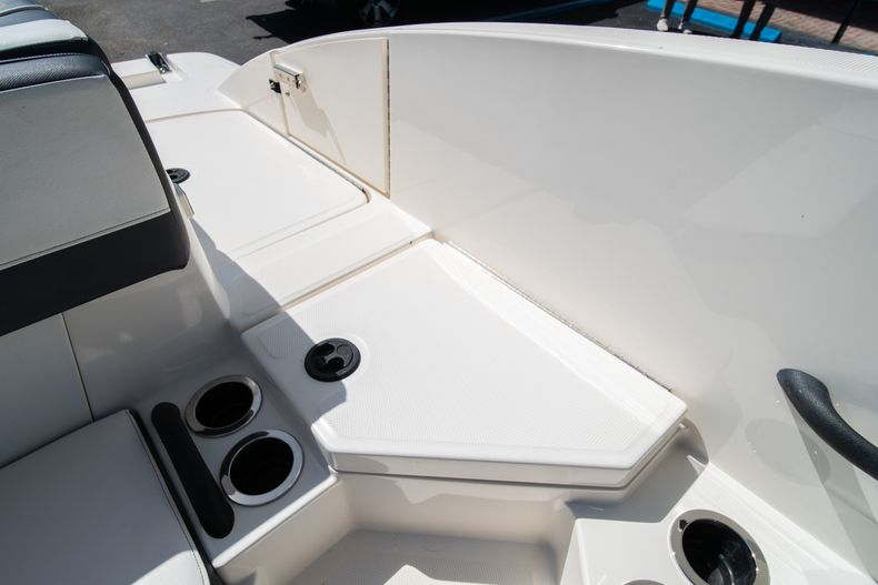 Thumbnail 31 for Used 2015 Sea Ray 21 SPX boat for sale in West Palm Beach, FL