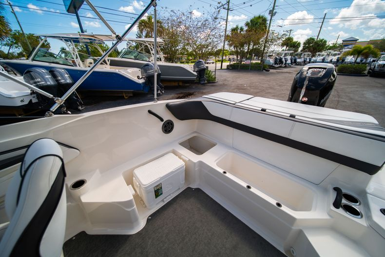 Thumbnail 24 for Used 2015 Sea Ray 21 SPX boat for sale in West Palm Beach, FL