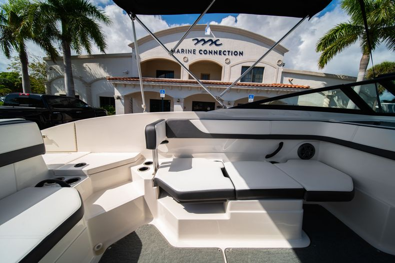 Thumbnail 34 for Used 2015 Sea Ray 21 SPX boat for sale in West Palm Beach, FL
