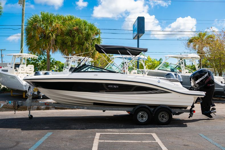 Thumbnail 6 for Used 2015 Sea Ray 21 SPX boat for sale in West Palm Beach, FL