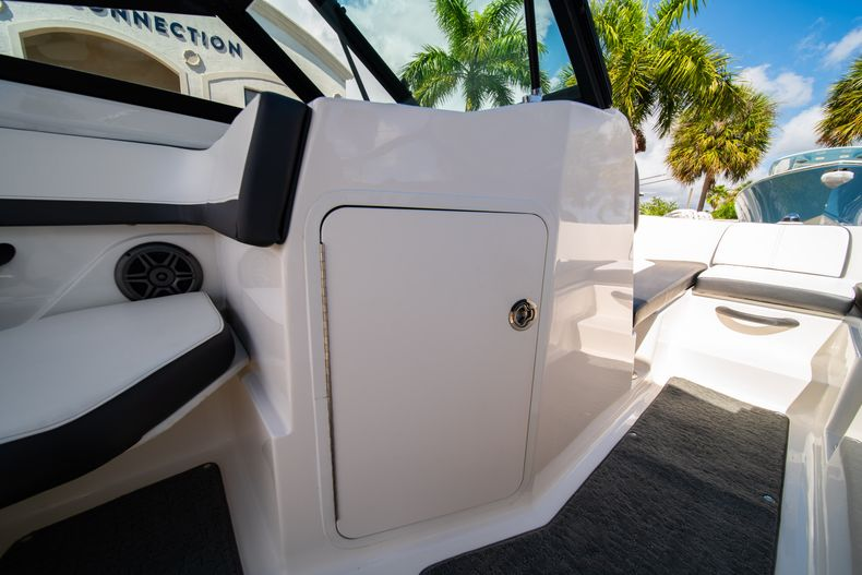 Thumbnail 48 for Used 2015 Sea Ray 21 SPX boat for sale in West Palm Beach, FL