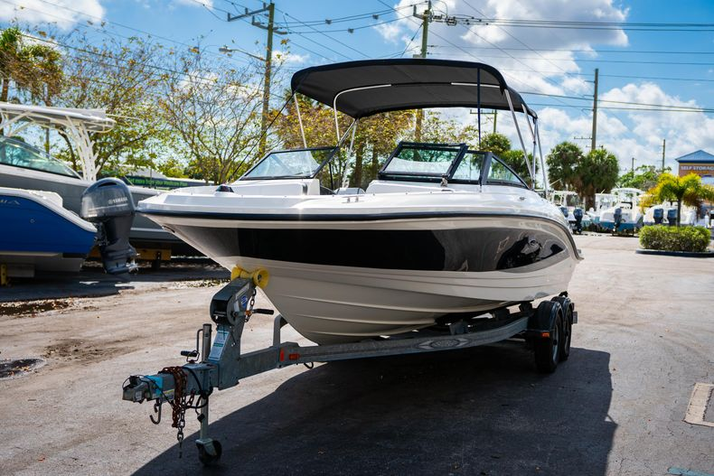Thumbnail 4 for Used 2015 Sea Ray 21 SPX boat for sale in West Palm Beach, FL