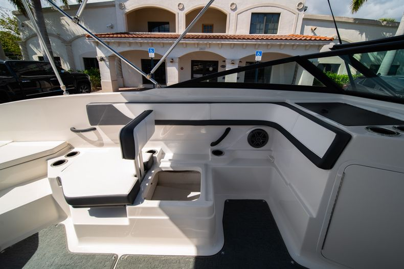 Thumbnail 36 for Used 2015 Sea Ray 21 SPX boat for sale in West Palm Beach, FL