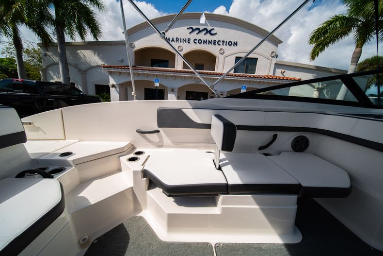 Thumbnail 33 for Used 2015 Sea Ray 21 SPX boat for sale in West Palm Beach, FL