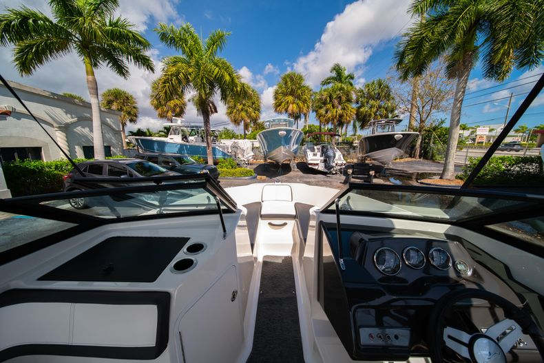 Thumbnail 46 for Used 2015 Sea Ray 21 SPX boat for sale in West Palm Beach, FL