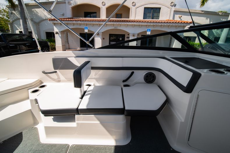 Thumbnail 35 for Used 2015 Sea Ray 21 SPX boat for sale in West Palm Beach, FL