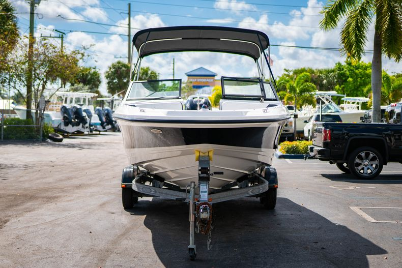 Thumbnail 3 for Used 2015 Sea Ray 21 SPX boat for sale in West Palm Beach, FL
