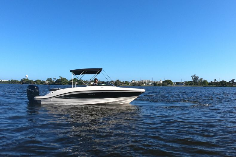 Thumbnail 54 for Used 2015 Sea Ray 21 SPX boat for sale in West Palm Beach, FL