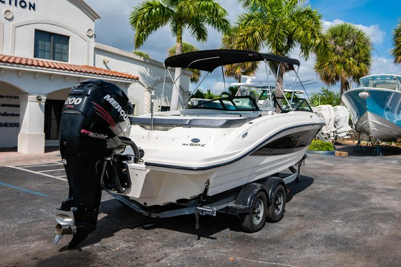 Thumbnail 11 for Used 2015 Sea Ray 21 SPX boat for sale in West Palm Beach, FL