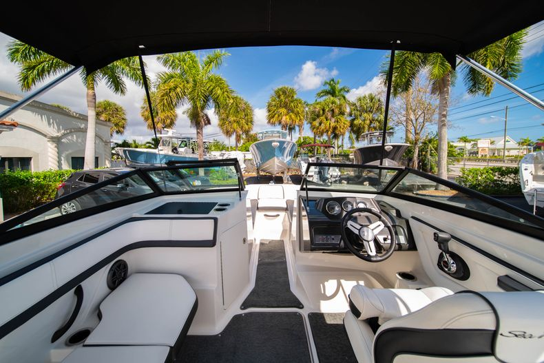 Thumbnail 19 for Used 2015 Sea Ray 21 SPX boat for sale in West Palm Beach, FL