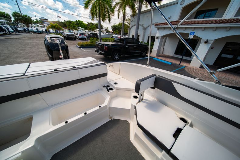 Thumbnail 28 for Used 2015 Sea Ray 21 SPX boat for sale in West Palm Beach, FL