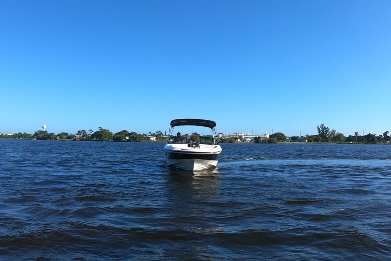 Thumbnail 57 for Used 2015 Sea Ray 21 SPX boat for sale in West Palm Beach, FL
