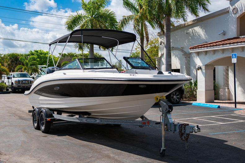 Thumbnail 1 for Used 2015 Sea Ray 21 SPX boat for sale in West Palm Beach, FL