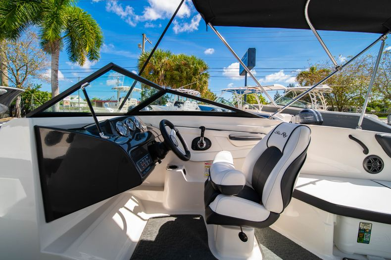 Thumbnail 38 for Used 2015 Sea Ray 21 SPX boat for sale in West Palm Beach, FL