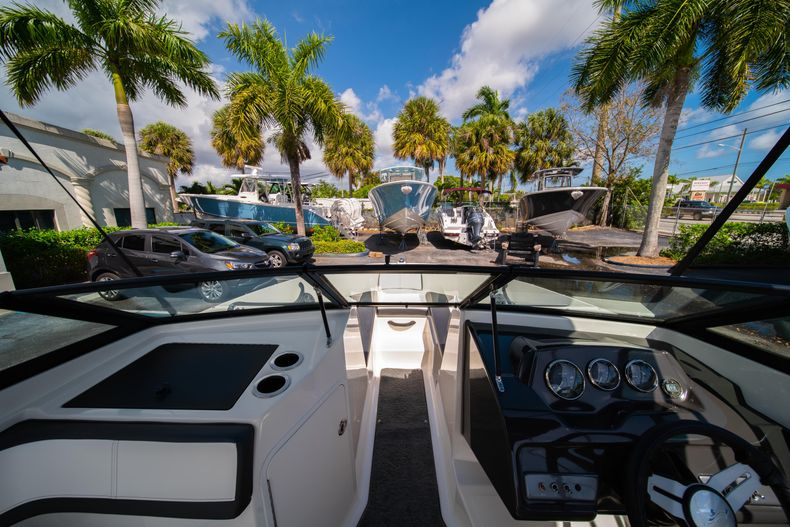 Thumbnail 47 for Used 2015 Sea Ray 21 SPX boat for sale in West Palm Beach, FL