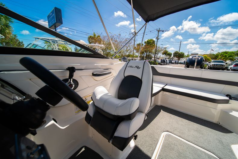 Thumbnail 45 for Used 2015 Sea Ray 21 SPX boat for sale in West Palm Beach, FL
