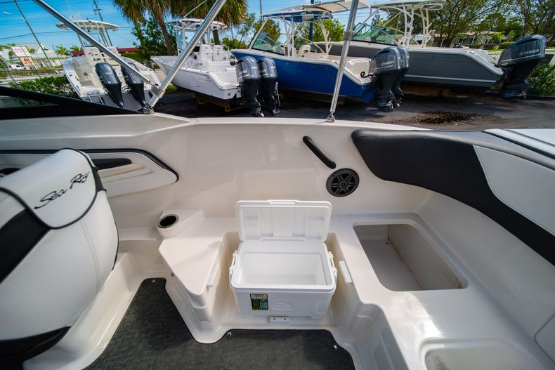 Thumbnail 26 for Used 2015 Sea Ray 21 SPX boat for sale in West Palm Beach, FL