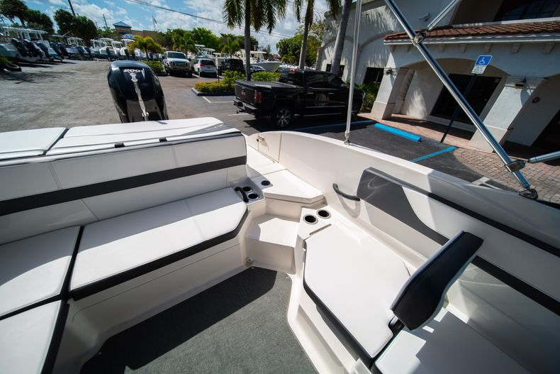 Thumbnail 27 for Used 2015 Sea Ray 21 SPX boat for sale in West Palm Beach, FL