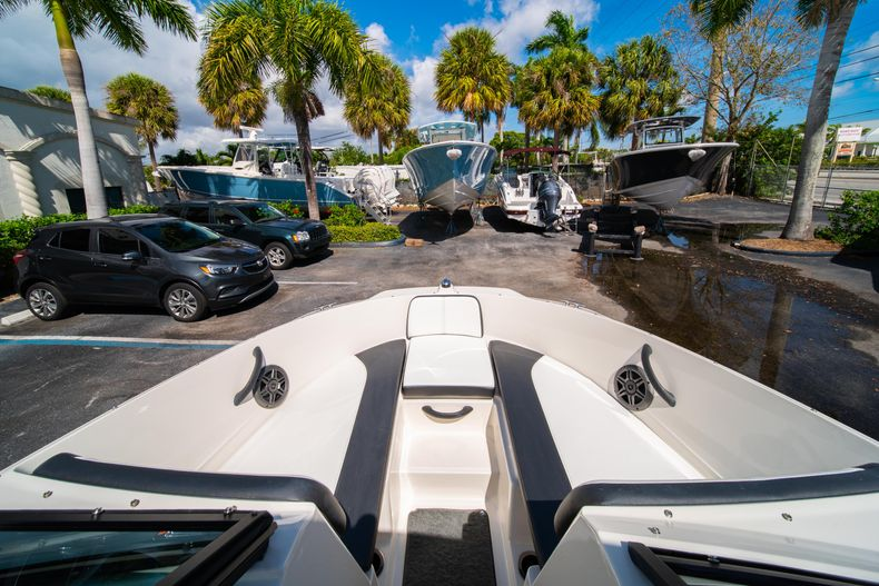 Thumbnail 49 for Used 2015 Sea Ray 21 SPX boat for sale in West Palm Beach, FL