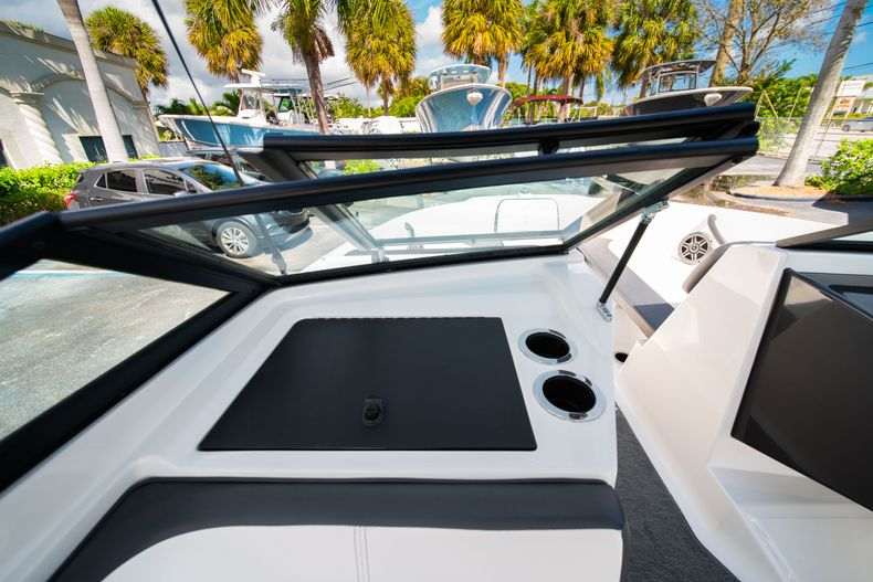 Thumbnail 43 for Used 2015 Sea Ray 21 SPX boat for sale in West Palm Beach, FL