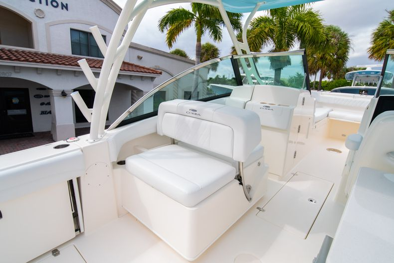 Thumbnail 24 for New 2020 Cobia 280 DC Dual Console boat for sale in West Palm Beach, FL